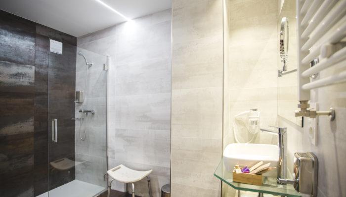 Baño adaptado hotel en Soria