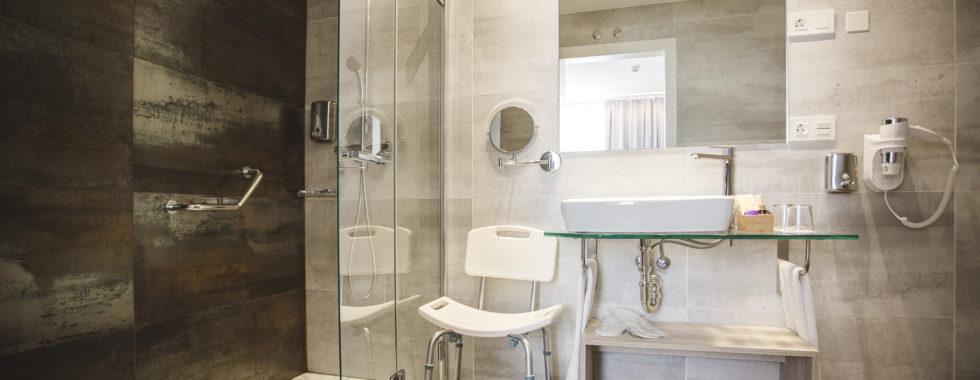 Baño hotel Ábaster en Soria